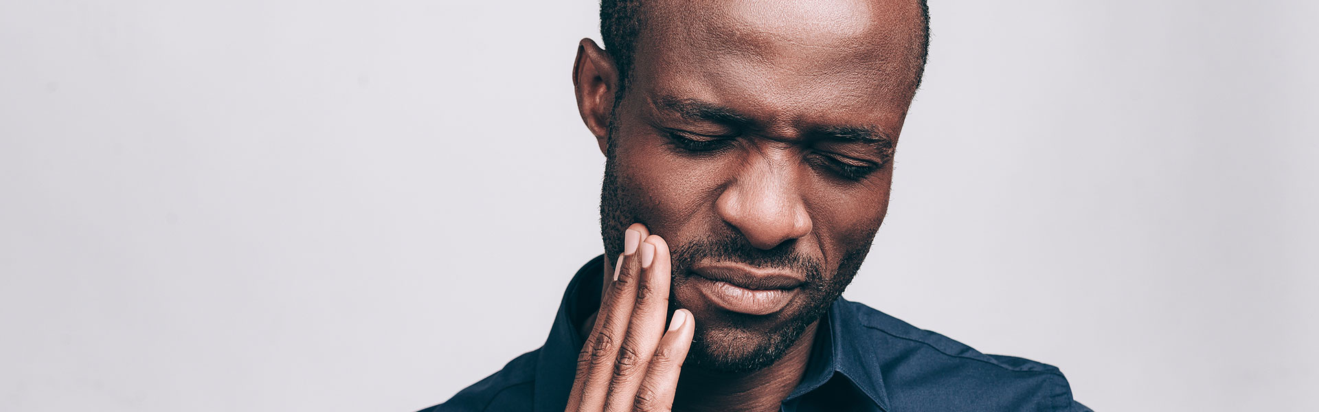 Afro-American man suffering from tooth pain